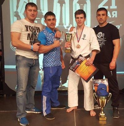 Мальковский Пачел (второй справа) бронзовый призер Кубка России по кудо 2016г.