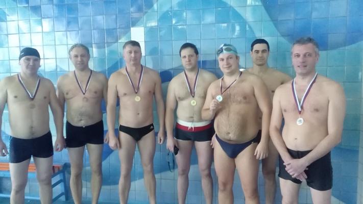 Соревнования депутатов и чиновников Рыбинска продолжились в бассейне