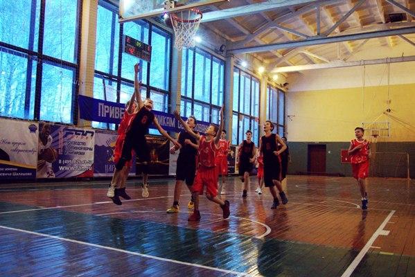 12-летние рыбинцы вышли в лидеры на региональном баскетбольном турнире