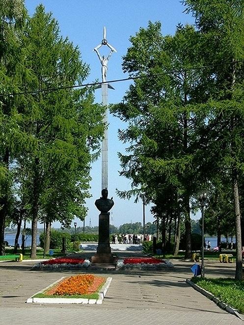 Мемориальный комплекс с крестом Волжск Эконом памятник Волна в камне Котлас