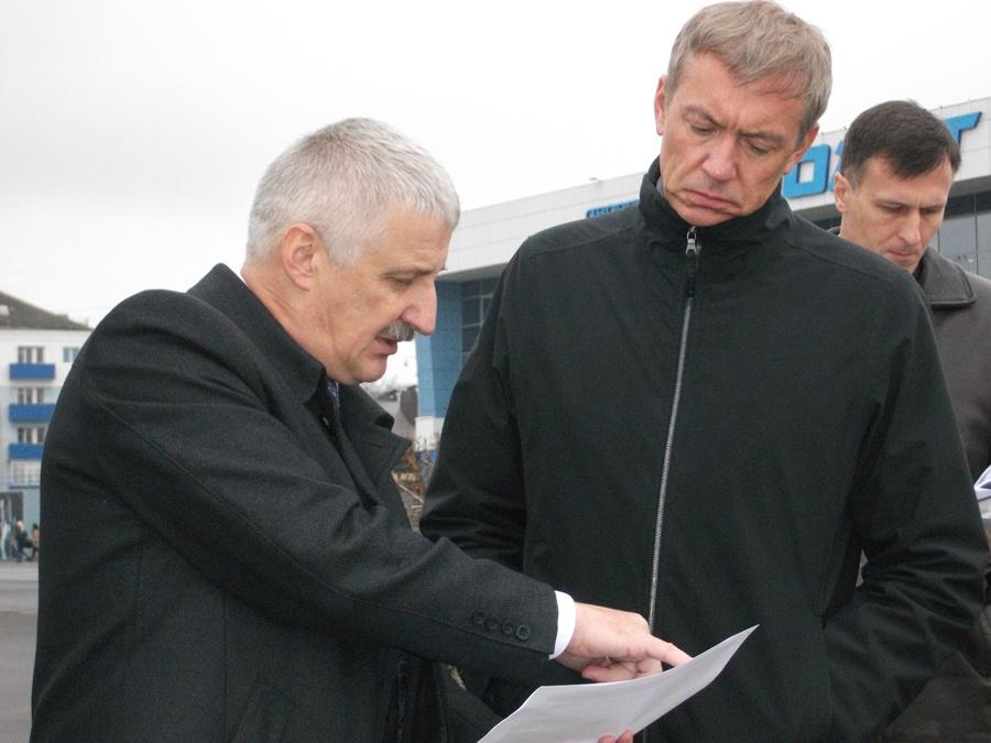 Добряков просит помощи с мостом, берегом и школой на Тракторной