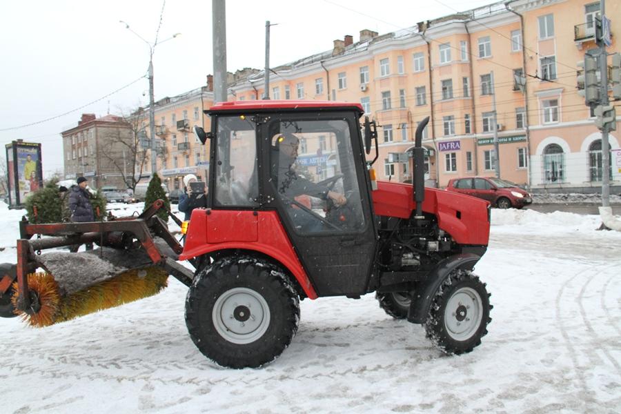 Для уборки улиц в Рыбинске купили новый трактор