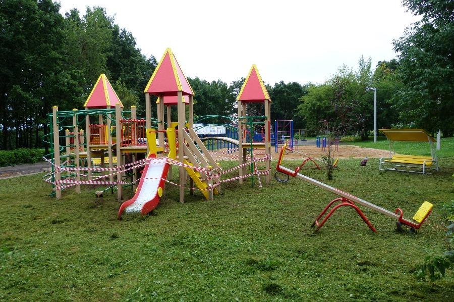 В парках Рыбинска установили детские городки