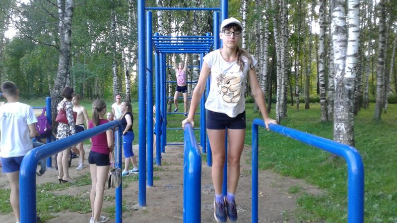 В парке на Батова появилась площадка для воркаута. Предприниматель установил её на свои деньги