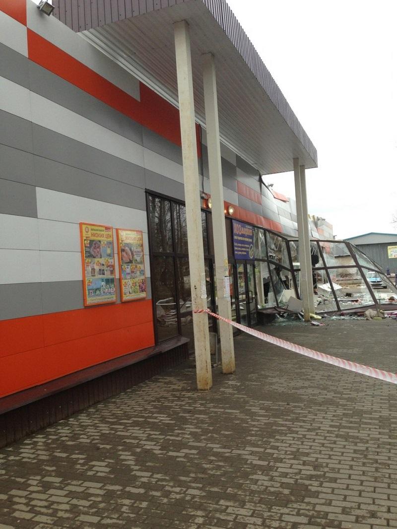 Предварительная версия обрушения витрины в ТЦ Рыбинска - неправильная эксплуатация здания