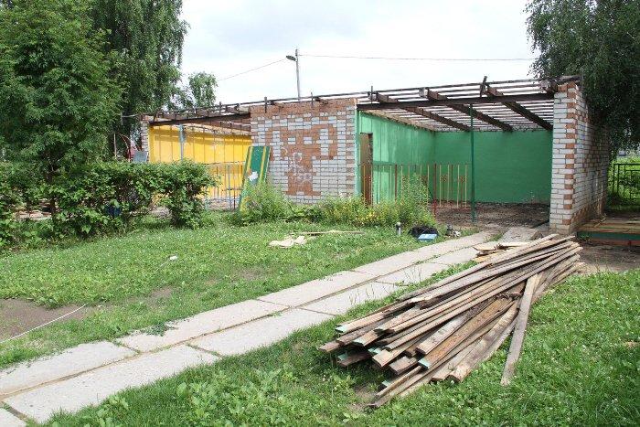 В Рыбинске в детском саду № 113 приводят в порядок прогулочную зону