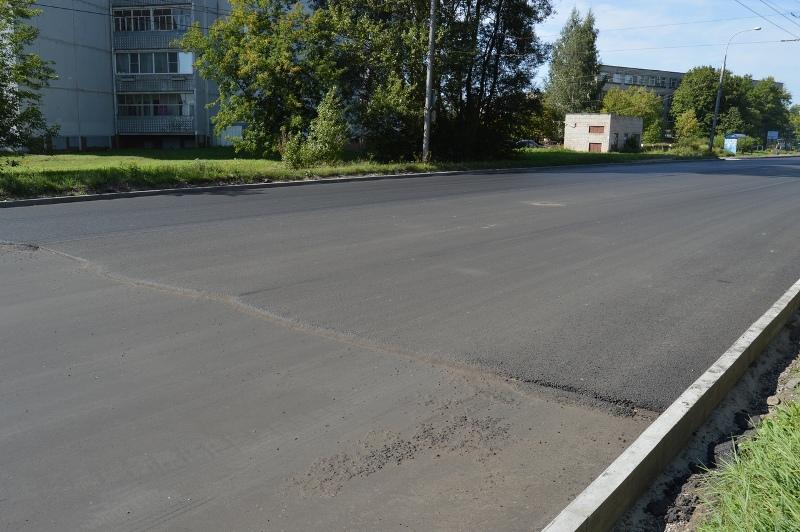 В Рыбинске ремонтируют дорогу щебеночно-мастичным асфальтом