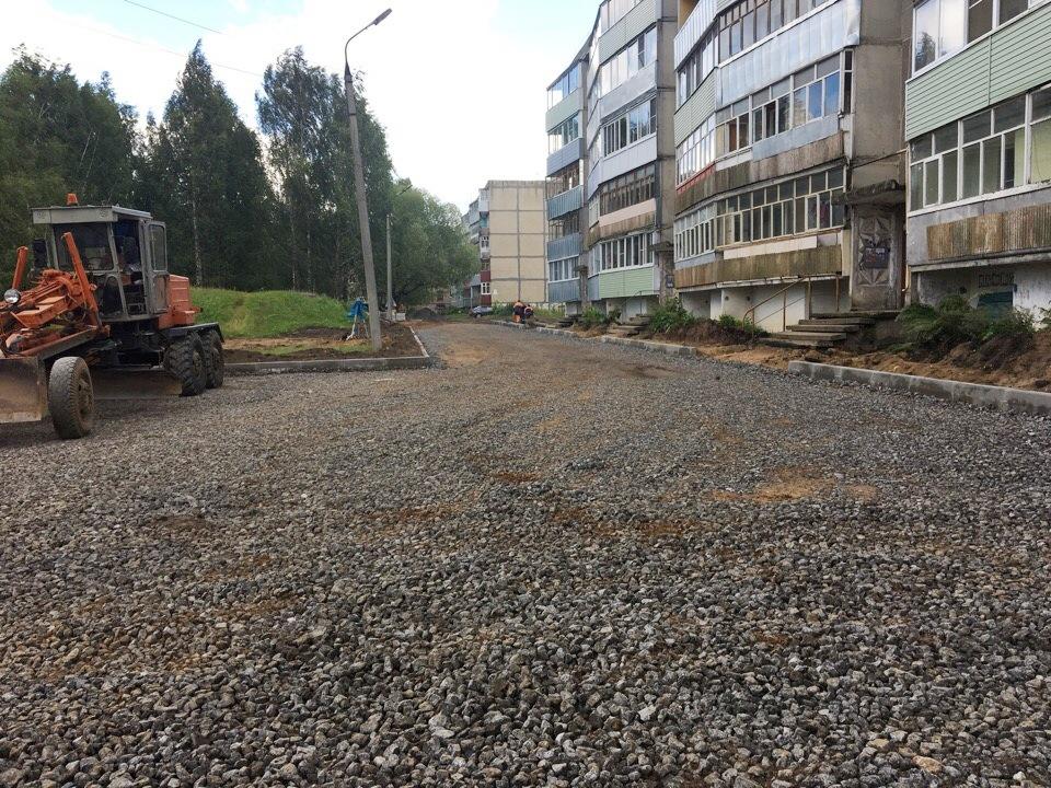 В Рыбинске продолжаются работы по благоустройству дворовых территорий