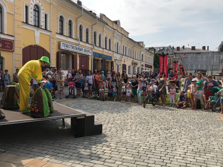 Красная площадь приглашает на встречу с куклами