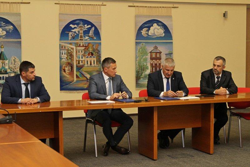 Денис Добряков заключил инвестиционное соглашение с группой компаний «Макси»
