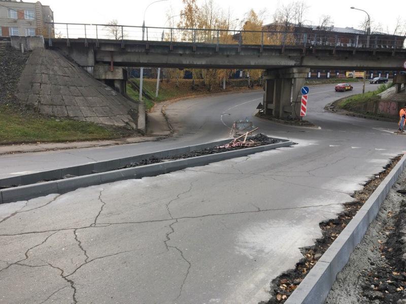 В Рыбинске на пересечении улиц Плеханова и Румянцевской монтируют «островки безопасности»