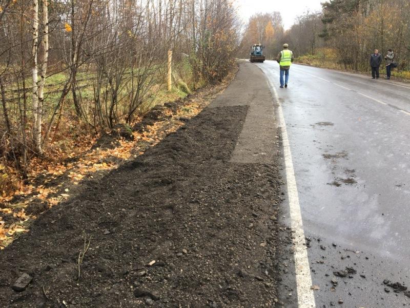 В Рыбинске на отремонтированных дорогах укрепляют обочины