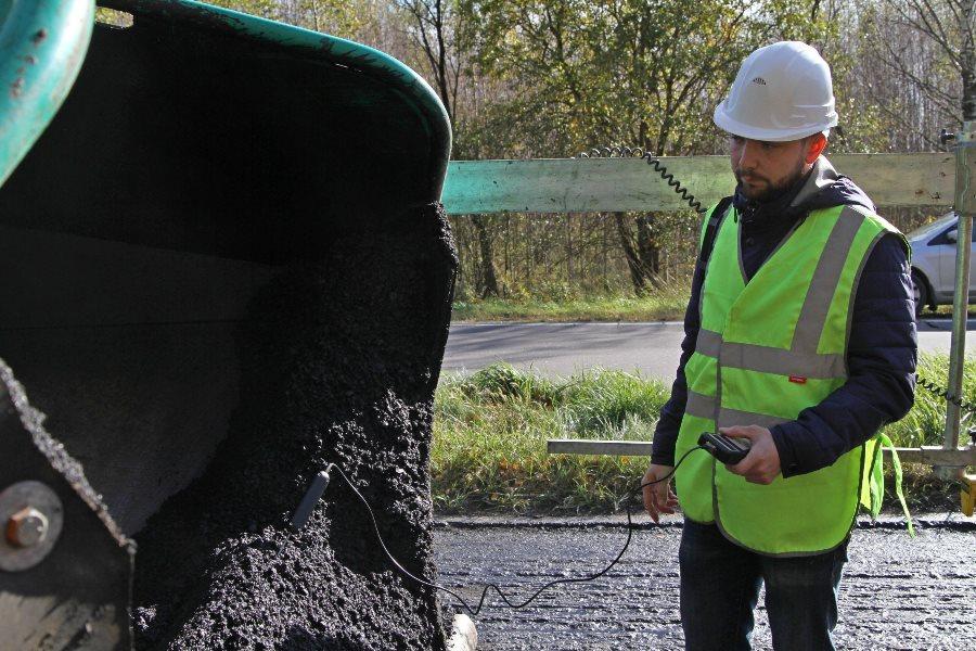 В Рыбинске на ремонтируемых дорогах контролируют температуру асфальтовой смеси
