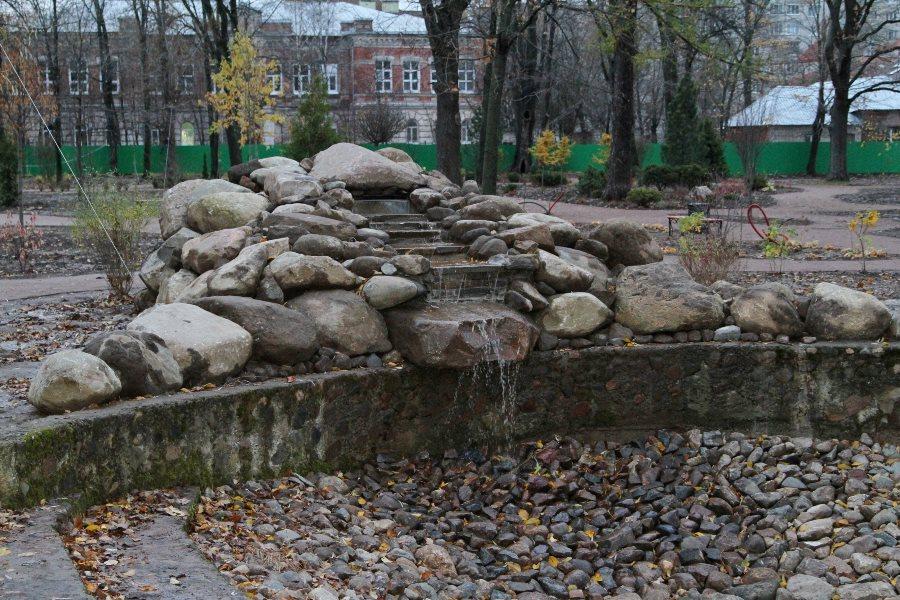 Глава Рыбинска Денис Добряков проинспектировал ход работ в Карякинском парке