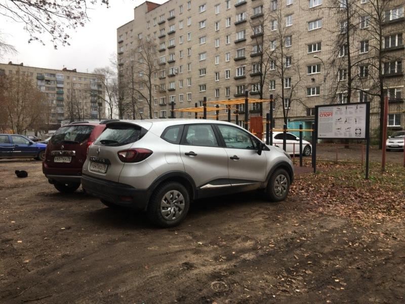 В Рыбинске проводят рейд по выявлению автомобилей, припаркованных на зеленых зонах