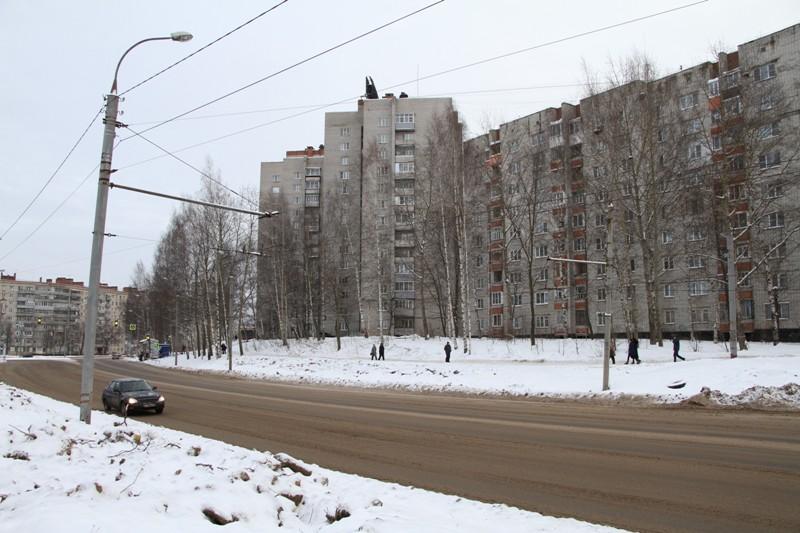 На ул. Фурманова на средства инвестора установят новый светофорный объект и остановочные комплексы