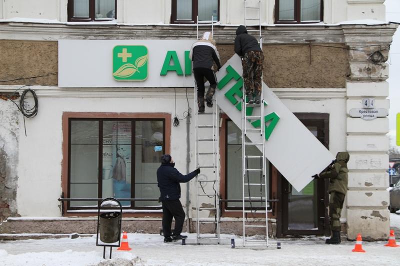 Исторический центр Рыбинска освобождают от незаконных вывесок