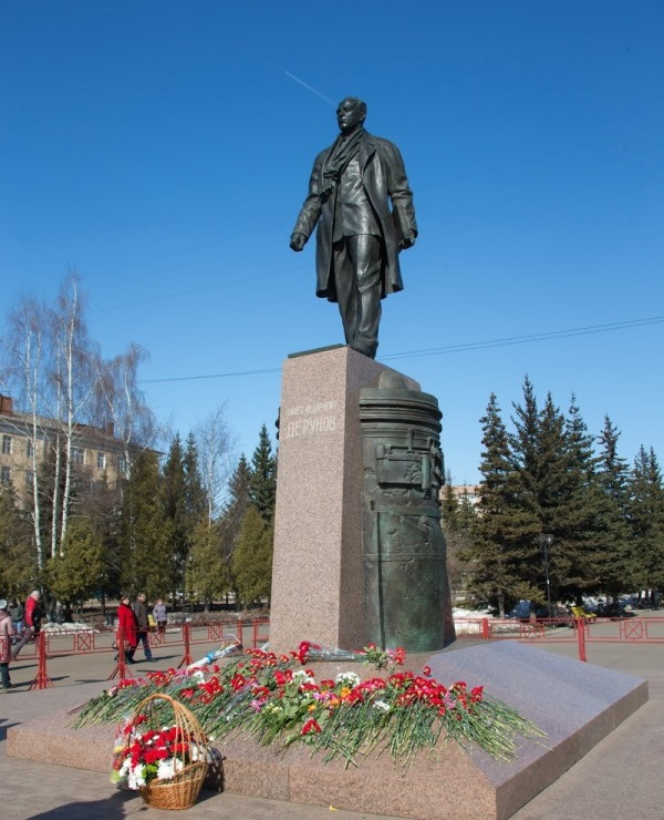 На постаменте памятника П. Ф. Дерунову установлен QR-код
