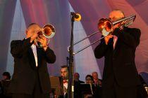 Выступление Муниципального духового оркестра на площади Дерунова